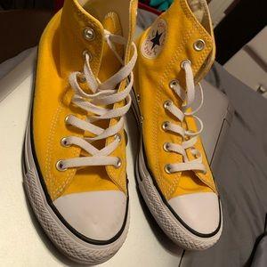 Hightop converse yellow